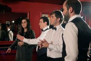 Los Tuercas atienden las indicaciones de Beatriz Janer durante el rodaje.
